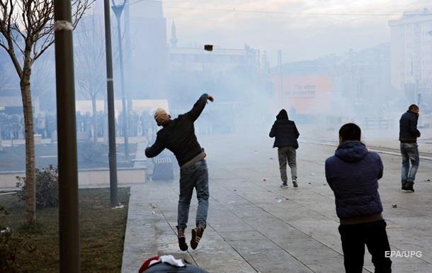 В Косово в здание парламента бросили взрывное устройство