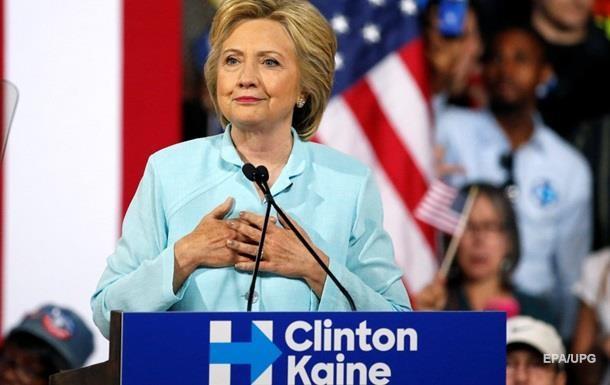 Клинтон уверенно опережает Трампа в президентской гонке