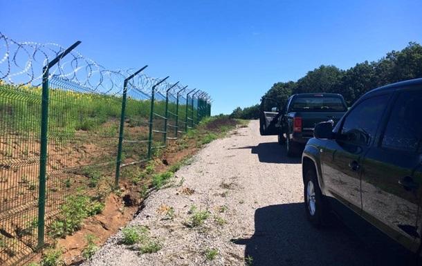 Волонтер показал фото  Стены  на границе с Россией