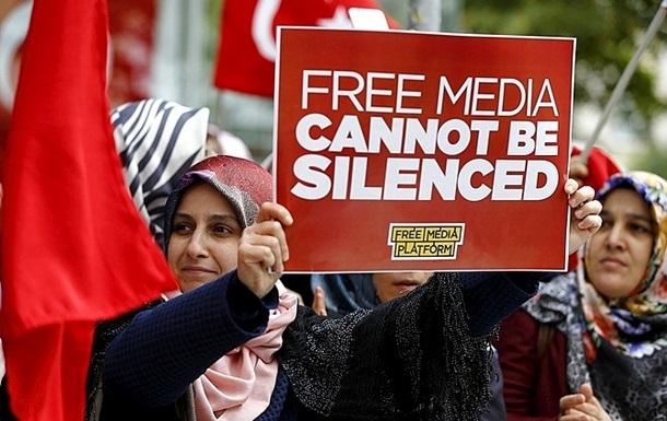В Турции арестовали еще 12 журналистов