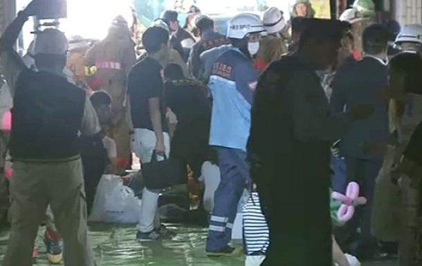В Токио мужчина забросал толпу  коктейлями Молотова : 15 пострадавших