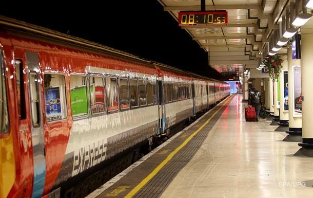 В Лондоне погиб мужчина, высунув голову из окна поезда