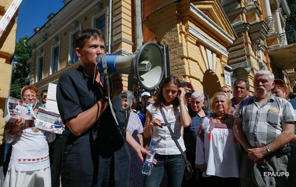 Савченко зовет в переговорщики жену Медведчука