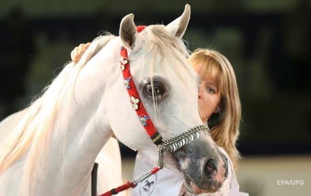 В Одессе наездницы пустили лошадей галопом в толпу людей