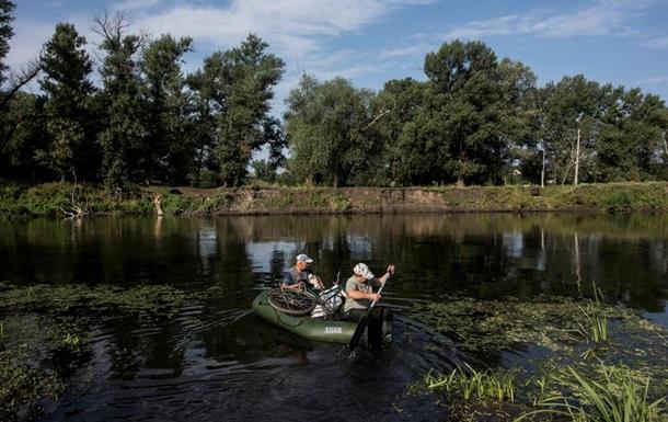СМИ показали переправу жителей по Северскому Донцу