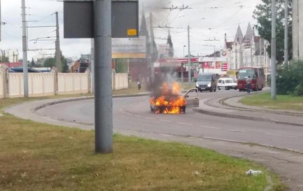 Во Львове на дороге загорелось такси