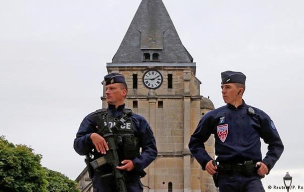 Пособнику убийц священника в Нормандии предъявлены обвинения