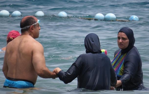 Во Франции подтвердили запрет на хиджабы для купания