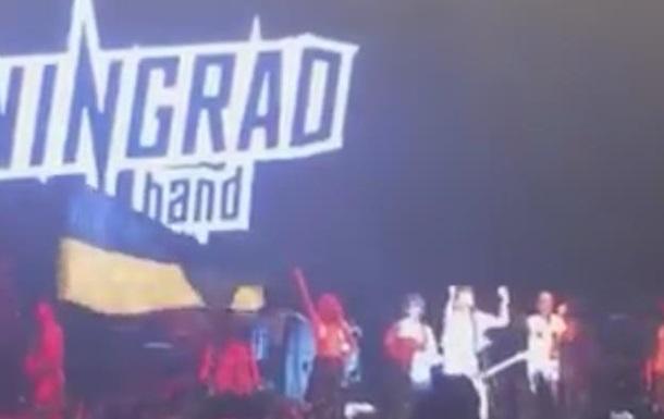 На концерте  Ленинграда  развернули флаг Украины