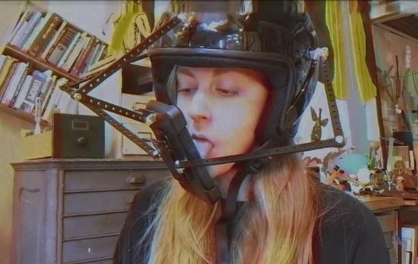 Создан шлем для ловли покемонов языком