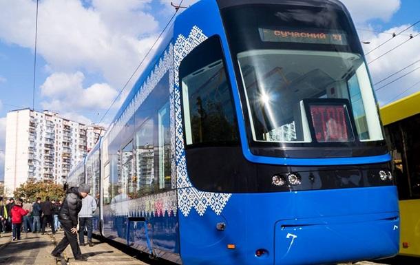 В Киеве пустили первый трамвай с кондиционером и Wi-Fi