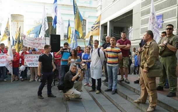 Азов  пикетирует Минздрав из-за реформы медицины