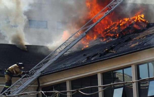 В центре Донецка горит офис компании Таруты