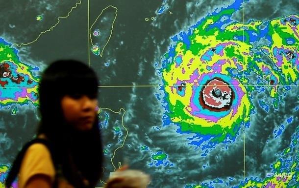 На севере Японии из-за тайфуна эвакуируют людей
