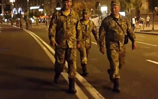 День независимости на Украине обещает быть веселым: Перевернутый флаг на форме в