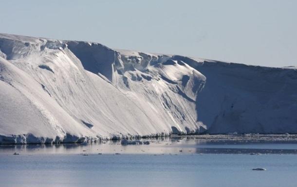 Ученые встревожены из-за появления тысяч озер в Антарктиде