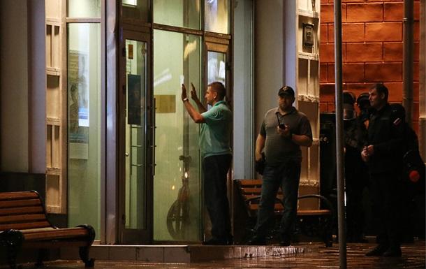 Захватчик отделения банка в столице сдался милиции