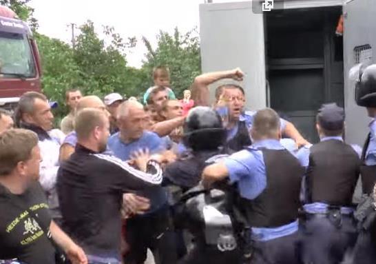 Украинцы устроили «суд Линча» над полицейскими в Николаеве