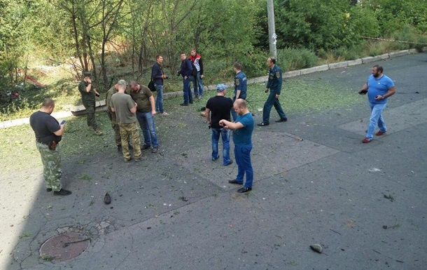 Мощнейший взрыв прогремел ушколы вцентре Донецка