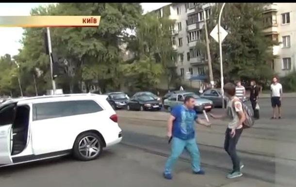 Герою скандального видео из Киева предъявили обвинение