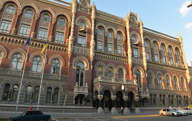 НБУ объясняет снижение гривны обострением в Крыму