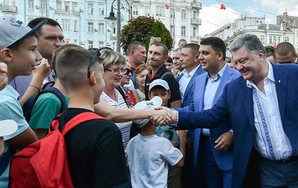 Порошенко: Украина будет с безвизом уже осенью