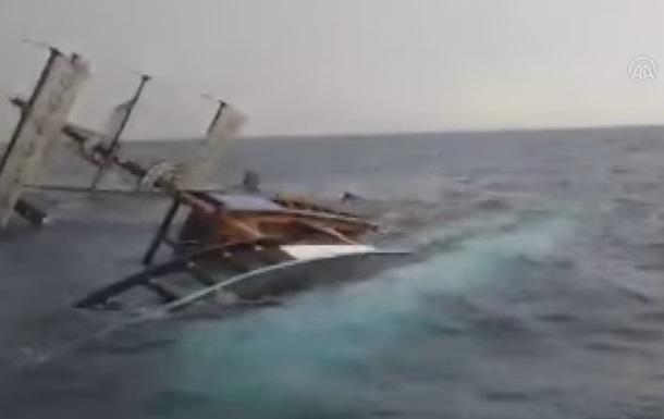 Возле Турции затонуло туристическое судно