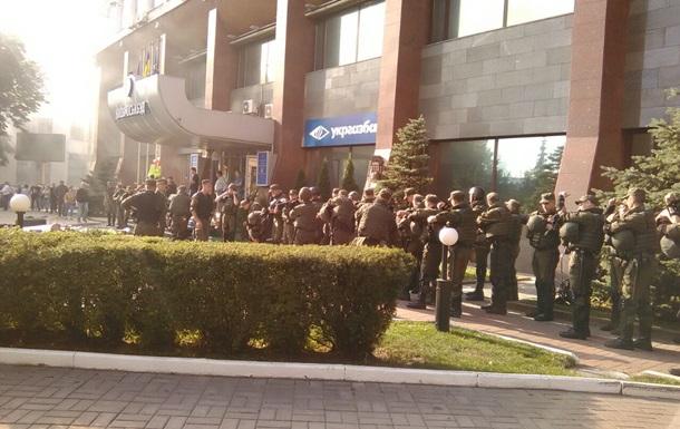 Пикет  Азова  в Киеве: митингующих оттеснили