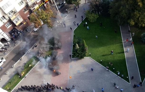Квартирная битва.  Азов  против строителей в Киеве