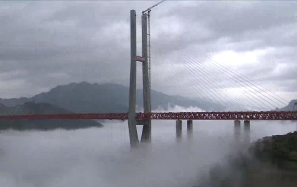 В Китае открыли самый высокий мост в мире