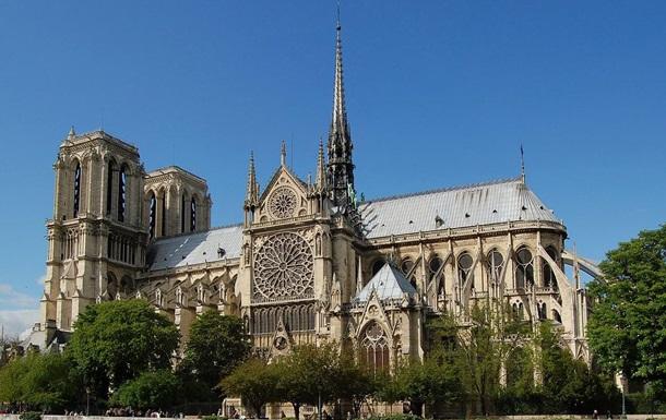 В Париже суд выдвинул обвинения женщине за попытку взорвать Нотр-Дам