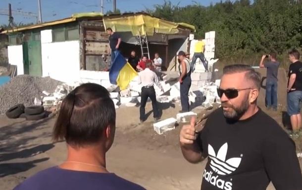 На Киевщине радикалы снесли строящуюся церковь УПЦ