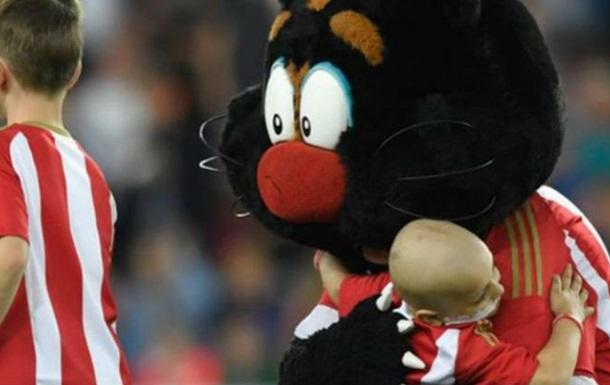 «Эвертон» пожертвовал 200 тыс. налечение 5-летнего болельщика «Сандерленда»