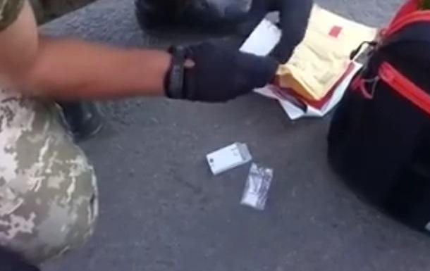 Украинец на мотороллере пытался провезти амфетамин на Донбасс