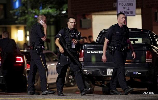 В Нью-Йорке неизвестный с тесаком напал на полицейских