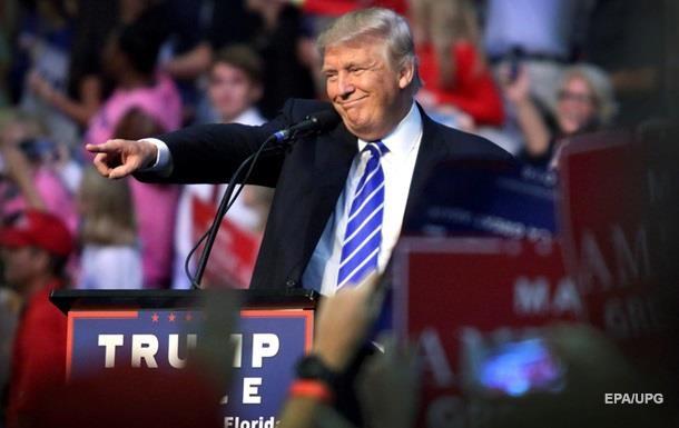 Трамп почти сравнялся по популярности с Клинтон