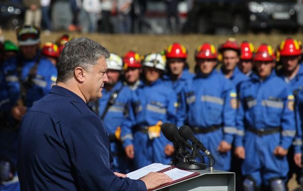 Порошенко анонсировал новую символику спасателей