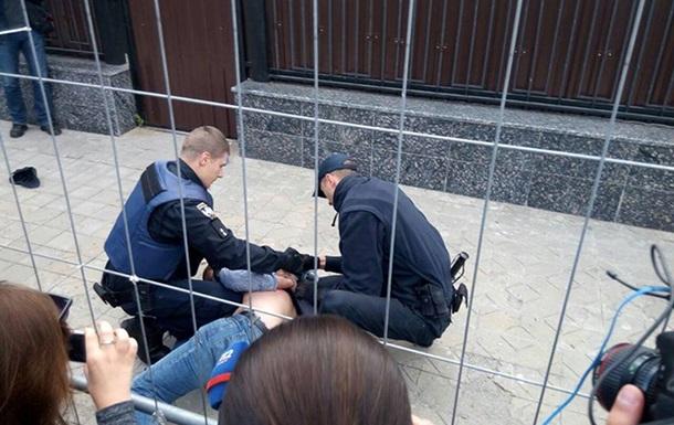 В Киеве в посольстве РФ проголосовало 100 человек