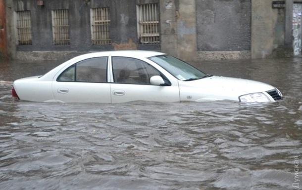 В Одессе ливень затопил улицы