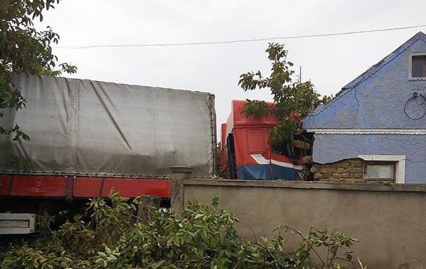 На Николаевщине грузовик протаранил жилой дом