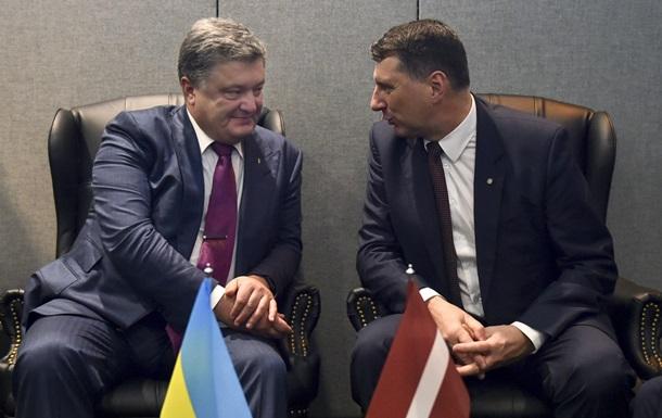 Киев просит Латвию вернуть  деньги Януковича