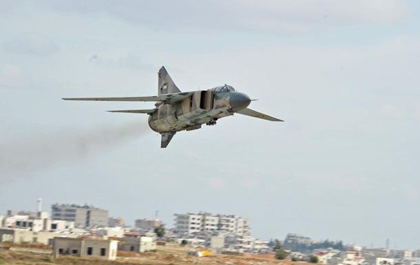 Под Дамаском упал военный самолет