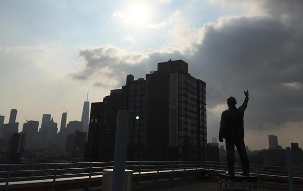 В Нью-Йорке с крыши дома демонтировали Ленина