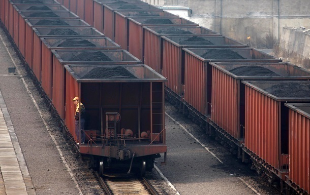 Киев разрешил возить уголь российскими вагонами