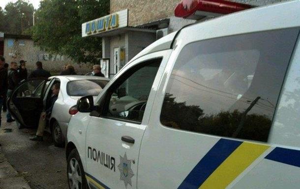 У Києві чоловік з обрізом пограбував пошту