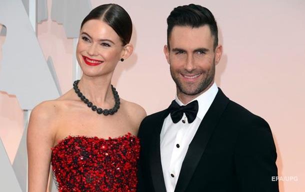 Фронтмен Maroon 5 Адам Левин стал отцом