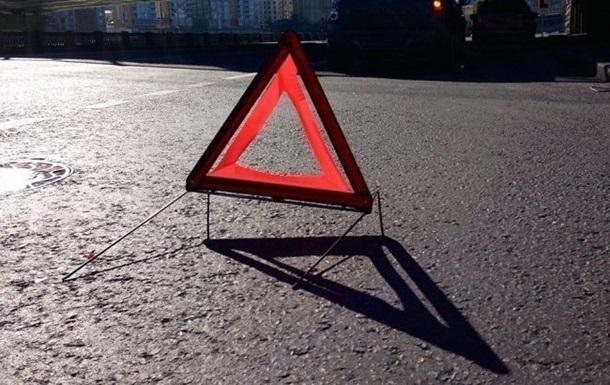 На Львовщине микроавтобус сбил полицейского