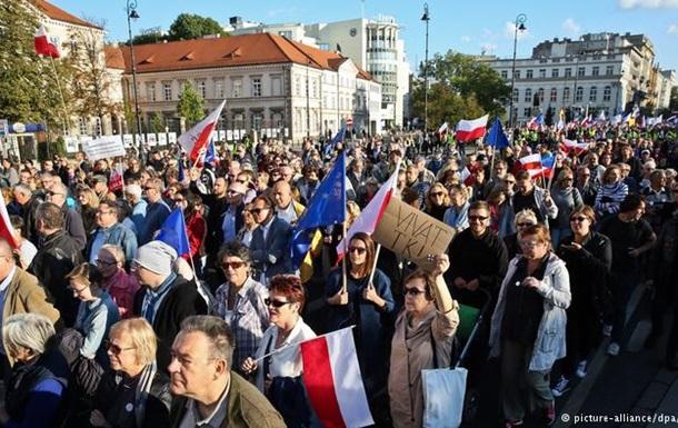 Тысячи поляков вышли на антиправительственную демонстрацию в Варшаве