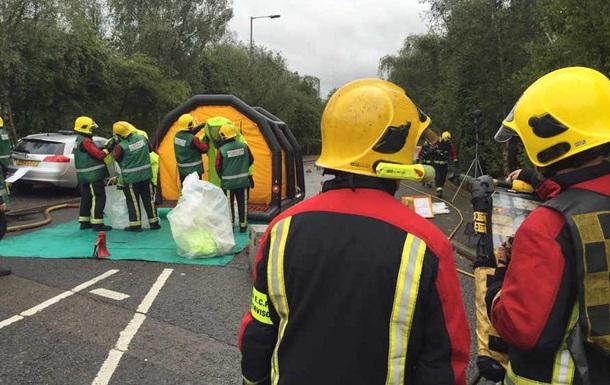 В Британии перевернулся грузовик с кислотой, есть пострадавшие