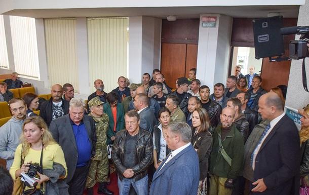 В Николаевском облсовете подрались депутаты и  атошники